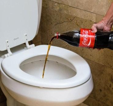 desentupir vaso coca cola